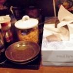 麺屋 黒船 - テーブルの上にきちんと置かれています