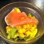 ユマ・ミーナ - セットのサラダ