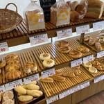 町田製パン - パンの棚