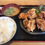 あしたの家族 - 料理写真:鶏唐揚げ定食(¥600)