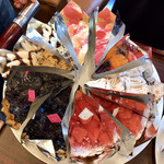 カフェ青山 - ワゴンのケーキ1(グレープフルーツのタルト・フルーツタルト・モンブラン・苺のクリームチーズタルト・キャラメルショコラ・バナナのタルト)