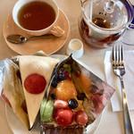 カフェ青山 - 1皿目のフルーツタルト&ガトーフレイズ&ミルクティー