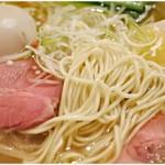 フスマにかけろ 中崎壱丁 中崎商店會1-6-18号ラーメン - 麺だけでも食べられちゃいそうなくらい美味しい麺です。