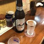 110436370 - 店内 卓上写真  飲み足りずにビール