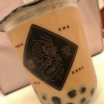 徳茶 - 紅茶…タピオカミルクティーM ¥500(税込)