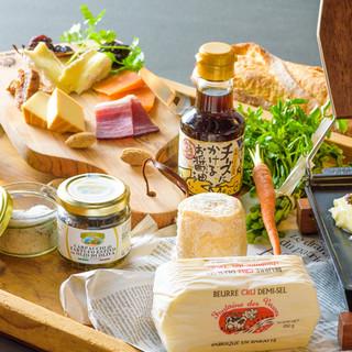 【極上の食材】幅広い品揃えのチーズ専門店チーズ王国との提携
