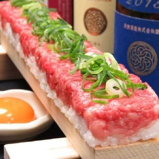 【話題のユッケ寿司】