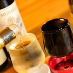 ナポリの食堂 アルバータ アルバータ - グラスにたっぷり注がれたワイン、全て500円!『なみなみワイン』