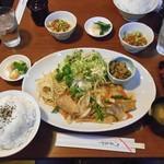 ごっつおや - 料理写真:朝日豚バラ肉の生姜焼き定食(大盛り)