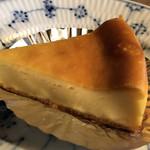 カフェ レ ジュ グルニエ - ベイクドチーズケーキ