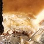 カフェ レ ジュ グルニエ - ベイクドチーズケーキの断面
