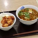和吉 - から揚げ丼・ミニ麺付き(麺大盛)