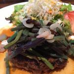 M STEAK HOUSE - 山菜タップリのハンバーグのアップです