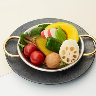 ヴィーガンにおすすめ!旬の有機野菜温サラダ