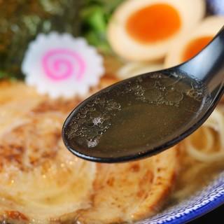 当店自慢のマグロ節を使った贅沢スープ