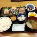 110473225 - 地魚3点盛り900円+定食セット600円。