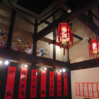 日本の古風さと、異国情緒な雰囲気が融合した落ち着く空間