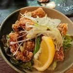 魚と日本のお酒 むく - 備中鶏もも肉の塩麴唐揚げ
