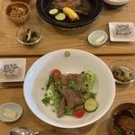 てりょうり おおや - 料理写真:飛騨牛のステーキ丼 陶板焼きハンバーグ