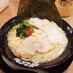 家系ラーメン 町田商店 - ラーメン(塩) 税込700円  ニンニクと豆板醤、玉ねぎも!