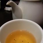 南翔饅頭店 - 【2012.01. 初訪】 最初に出る茶