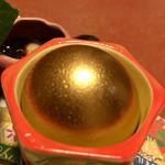 泳ぎいか・ふぐ・いわし・大阪懐石料理・遊食遊膳 笹庵 - 金の燻製卵