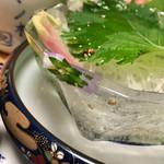 泳ぎいか・ふぐ・いわし・大阪懐石料理・遊食遊膳 笹庵 - 器が氷です