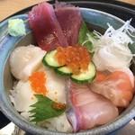 まわる鮨太助 - 料理写真:美味海丼