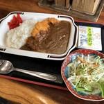 丸忠 - 料理写真:カツカレー(サラダ付)850円