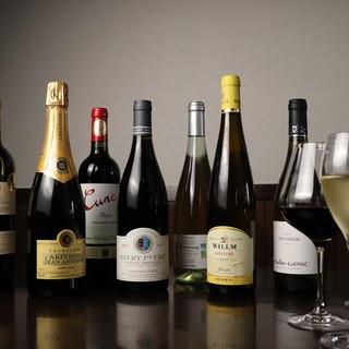 フランス~ニューワールドまで個性溢れる味覚のワインが充実。