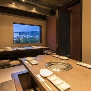 京都の名所鴨川を臨む個室で、ゆったりと贅沢な時間を
