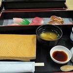 さかな大食堂 渚 - 15種のにぎり寿司が食べ放題コース 最初のセット ワタリガニの味噌汁、茶碗蒸し付