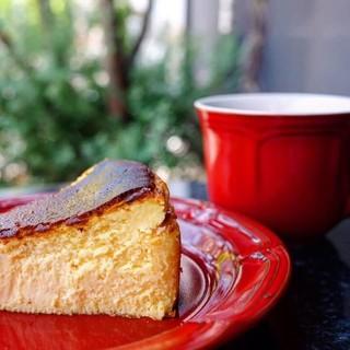【売切続出!大人気のバスクチーズケーキ】