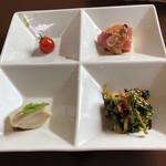 中華バルSAISAI。 - 前菜の盛り合わせ  プチトマトパクチーソース、       水餃子、高知県産鰹のカルパッチョ、       菜花のおひたし。