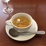 レストラン 洋食工房 - 野菜の甘みを重視したコンソメスープ