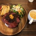 meat&wine BACCHUS - 国産牛ローストビーフ丼@980円