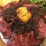 meat&wine BACCHUS - ローストビーフ丼のアップ