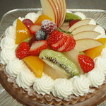 エミュー - 料理写真:フルーツいっぱいのデコレーションケーキ