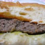 110521110 - 旨みがあふれろハンバーガーです