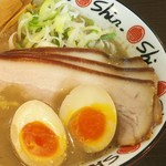 にぼshin. - にぼ味噌/トッピング(チャーシュー&味付け玉子)