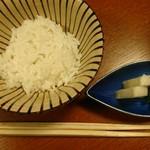 安田屋 - この上に、美味しい半熟玉子が乗っかります