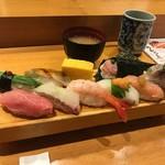 板前寿司  - 選抜握りセット(税込み1706円)