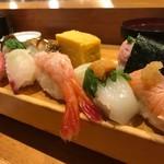 板前寿司  - イカの上にウニ