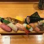 板前寿司  - 9巻と手巻き1巻