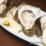 酒亭赤坂かねさく - 岩牡蠣(生)