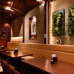 ロイヤルココナッツガーデン - テーブル席