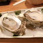 110537142 - 牡蠣、美味しくて大きい