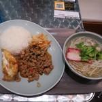 マンゴツリーキッチン - 豚のガパオとハーフセンレックナーム