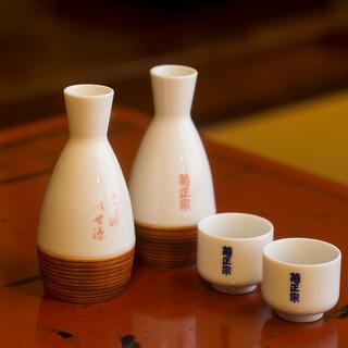 辛口の日本酒を合わせて、こだわりのお食事をご堪能あれ。