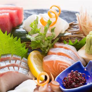 魚の鮮度に自信あり!まずは刺身の盛り合わせをぜひ。
